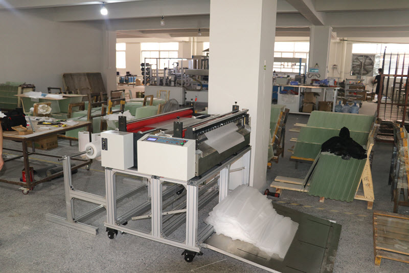 Automatic Plastic Film, EVA, PVC Sheet Cutting Machine